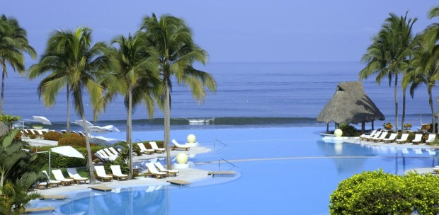 Gorgeous pool at this resort is right by the ocean